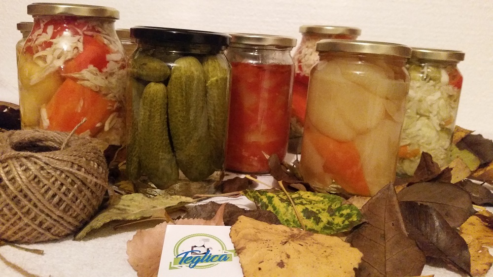 Pripremili smo zimnicu: Krastavci, paprike, lovačka salata…