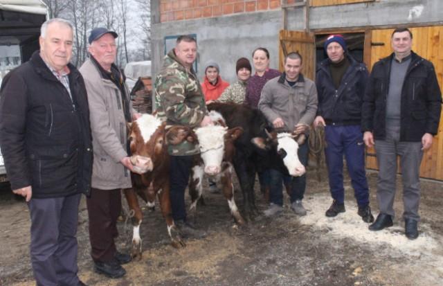 Dobri ljudi pomažu porodici Oštraković nakon što im je izgorjela štala