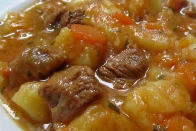 Napravite najbrži krompir gulaš u pretis loncu