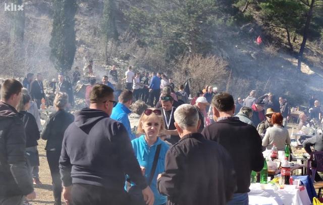 Više od hiljadu ljudi pripremalo i uživalo u grahu u Blagaju